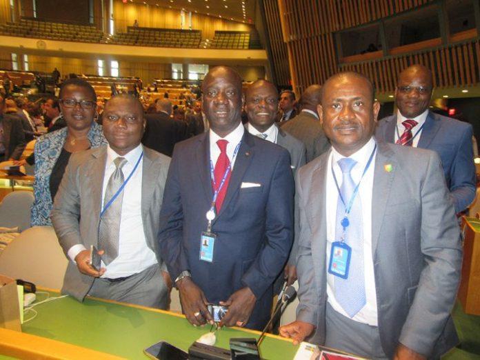 Le candidat de la Côte d'Ivoire à la Commission du Droit international (CDI) des Nations Unies, Dr CISSE Yacouba vient d'être brillamment élu membre ce jeudi 03 novembre 2016 par l'Assemblée Générale. Dr CISSE Yacouba (au milieu